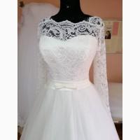 Свадебное платье с кружевными рукавами цвета айвори