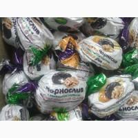 Курага в шоколаде, шоколадные конфеты в ассортименте